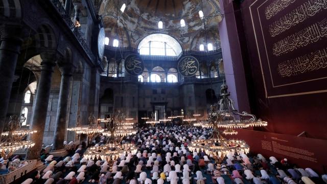 Foto: Salat Idul Adha Perdana di Hagia Sophia yang Dipadati Ribuan Orang (523936)