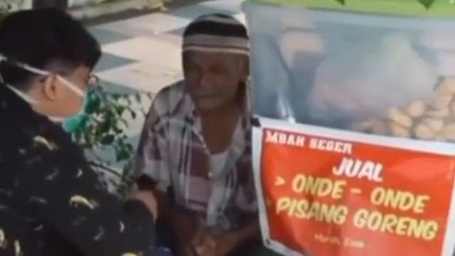 Tangis Kakek Penjual Onde-Onde, Mati-matian agar Anak Sukses Malah Ditelantarkan (9923)