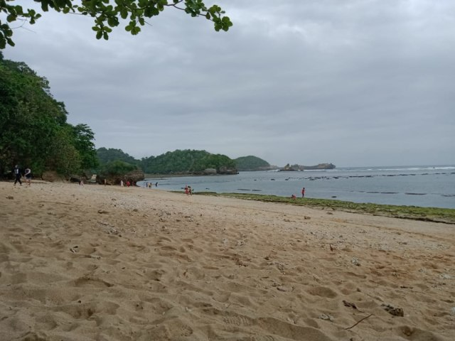 Kondang Merak, Pantai dengan Kuliner Istimewa (975760)