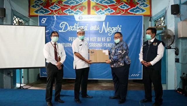 BI Cirebon Serahkan Bantuan Laptop kepada SMPN 15 Kota Cirebon (592457)