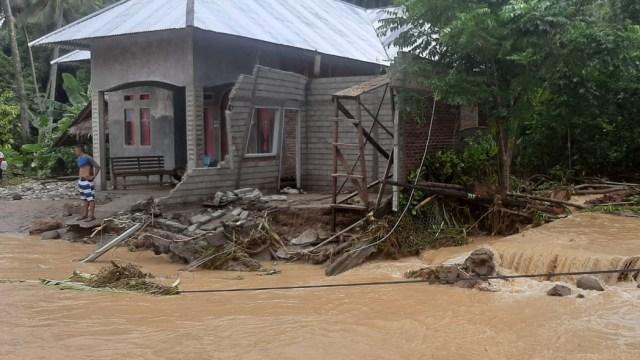 Banjir Bandang di Bolaang Mongondow Selatan, Sulut: 29 Rumah Hanyut dan 64 Rusak (23658)