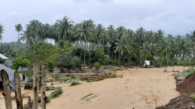Banjir Bandang di Bolaang Mongondow Selatan, Sulut: 29 Rumah Hanyut dan 64 Rusak (23660)