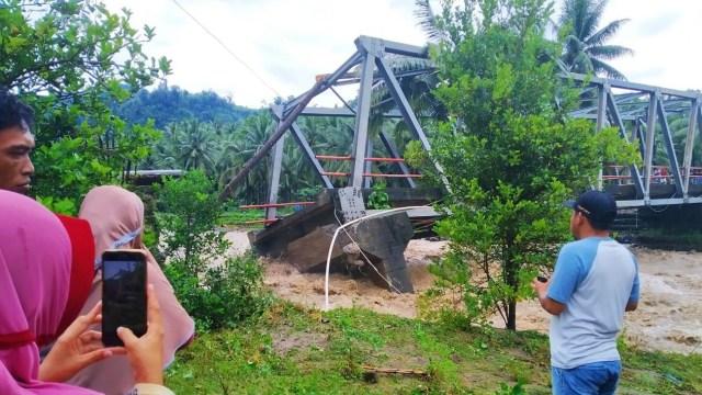 Banjir Bandang di Bolaang Mongondow Selatan, Sulut: 29 Rumah Hanyut dan 64 Rusak (23661)