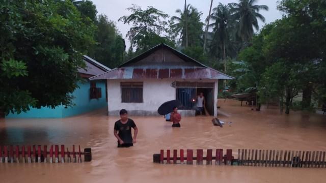 Banjir Bandang di Bolaang Mongondow Selatan, Sulut: 29 Rumah Hanyut dan 64 Rusak (23659)