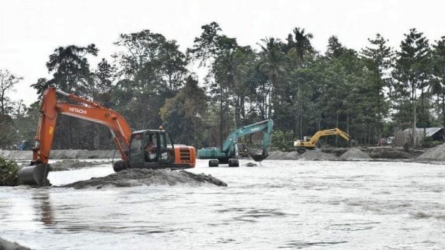 Pascabanjir Bandang, 19 Alat Berat Dikerahkan Keruk Sungai Masamba (210335)