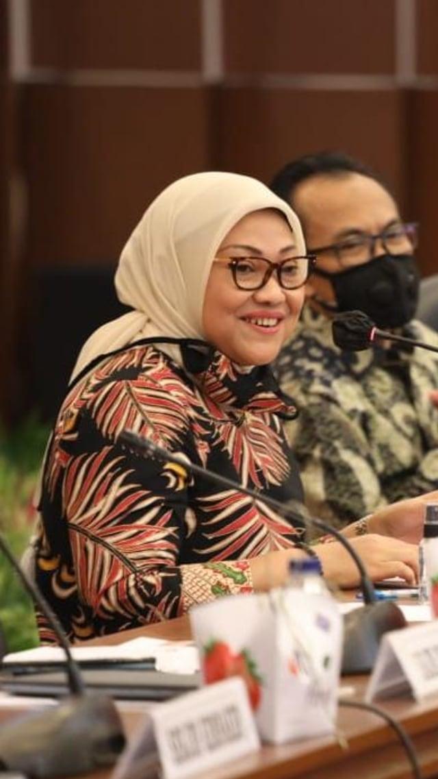 Ida Fauziyah Puji Tim Tripartit, Selesaikan Pembahasan RUU Cipta Kerja (210048)