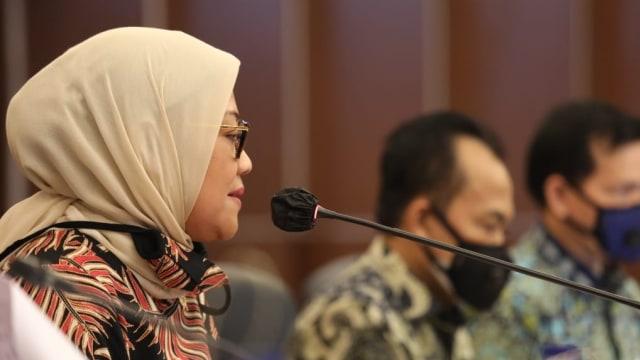 Ida Fauziyah Puji Tim Tripartit, Selesaikan Pembahasan RUU Cipta Kerja (210050)