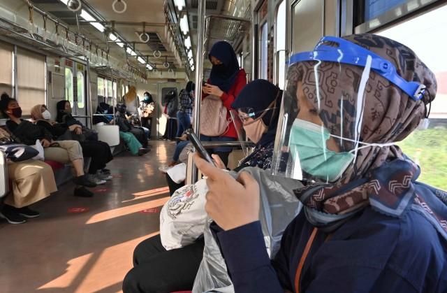 Penumpang KRL Naik di Hari Pertama PSBB Transisi, di Stasiun Bogor Tambah 20% (539883)