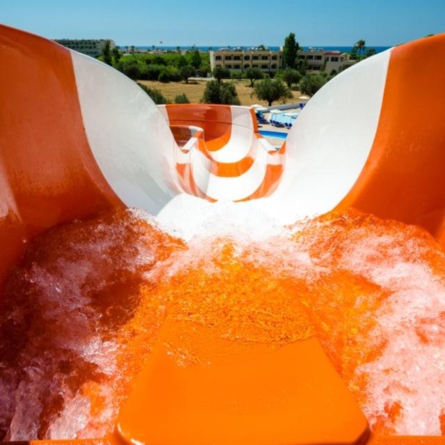 5 Waterpark dengan Seluncuran Air Terekstrem di Dunia, Berani Coba? (100682)