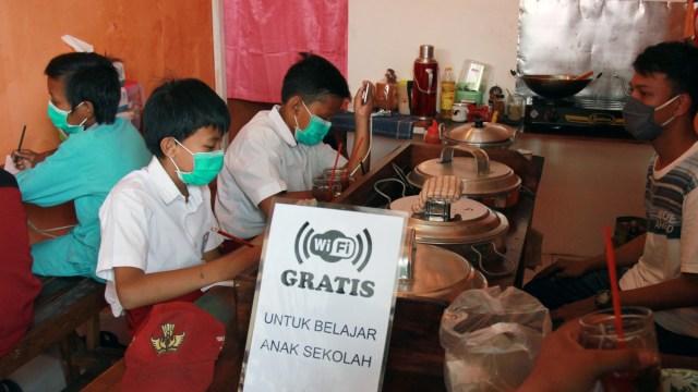 Pertaruhan Jokowi Membuka Sekolah Tatap Muka di Tengah Pandemi (258300)