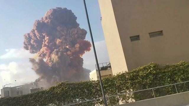 Ledakan Besar Beirut Lepaskan Gas yang Bikin Ketawa, Ini Bahayanya buat Tubuh (29445)
