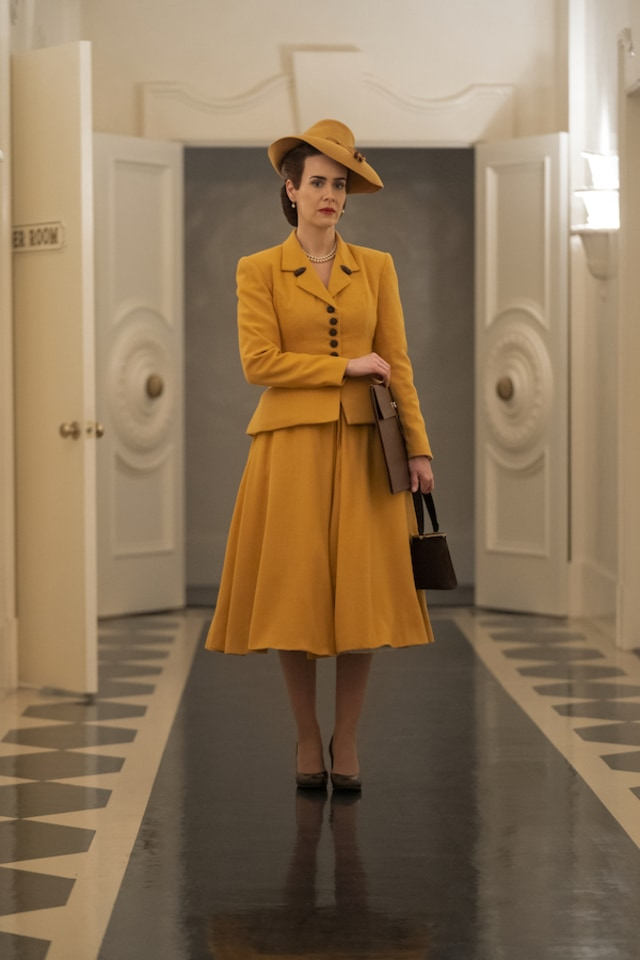 7 Momen Fashion Terbaik dari Film & Serial Netflix di Sepanjang 2020 (1209)