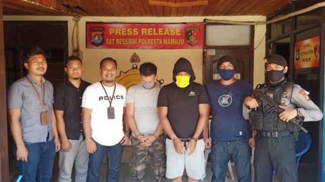 2 Pelaku Penganiayaan Sekretaris Partai Golkar Majene Serahkan Diri ke Polisi (29674)