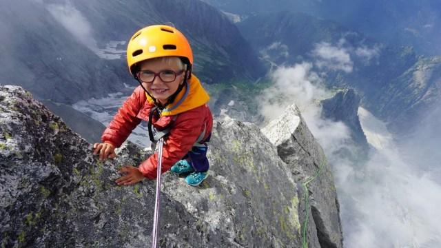 Keren! Bocah 3 Tahun Ini Jadi Pendaki Termuda di Gunung Piz Balile, Swiss (48285)
