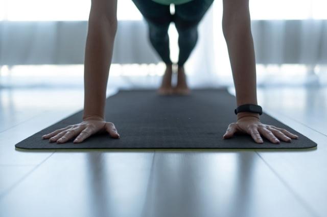 5 Cara Mengecilkan Perut Buncit Tanpa Olahraga Berat dan Diet Ketat (31023)