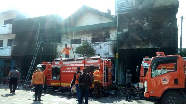 Api yang Membakar Toko Mebel di Rembang Akhirnya Padam Setelah 24 Jam Berkobar (212922)