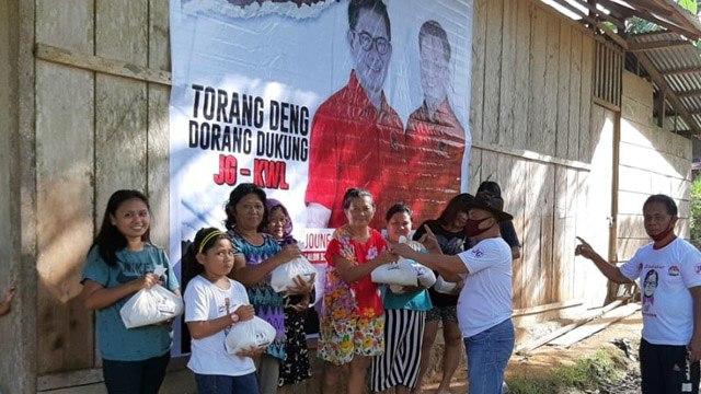 Pandemi Corona Belum Berakhir, Joune-Kevin Tetap Salurkan Bantuan untuk Warga (777032)