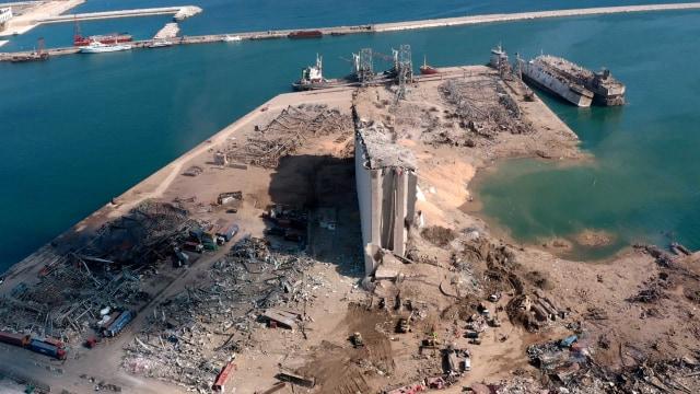 Foto Udara: Imbas Ledakan Lebanon Ciptakan Kawah Besar (285545)