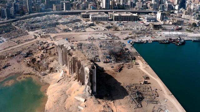 Kebakaran Terjadi di Lokasi Ledakan Dahsyat Lebanon (129124)