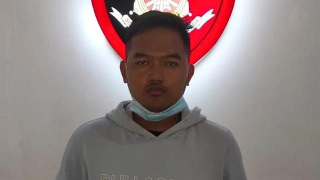 Foto: Penampakan 'Gilang Bungkus' Kain Jarik Saat Ditangkap Polisi di Kapuas (31648)