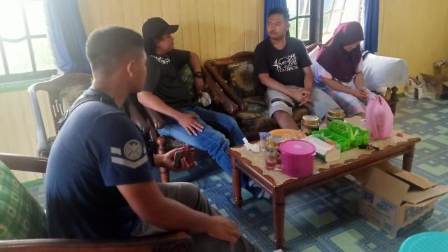 Foto: Penampakan 'Gilang Bungkus' Kain Jarik Saat Ditangkap Polisi di Kapuas (31649)