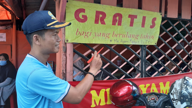 Mencicipi Mi Ayam Rp 5 Ribu yang Viral di Yogyakarta (1)