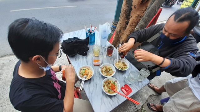 Mencicipi Mi Ayam Rp 5 Ribu yang Viral di Yogyakarta (2)