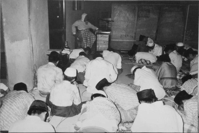"""KH. Choer Affandi """"Uwa Ajengan"""":Jejak Dakwah Ulama Trah Mataram Dari Tasikmalaya (32740)"""