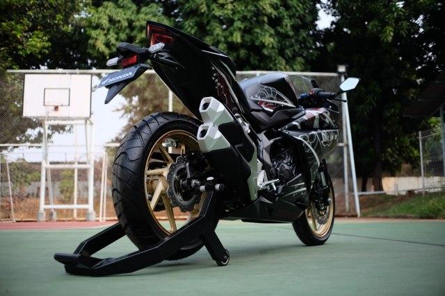 Foto: Lebih Dekat dengan New Honda CBR250RR SP (50302)