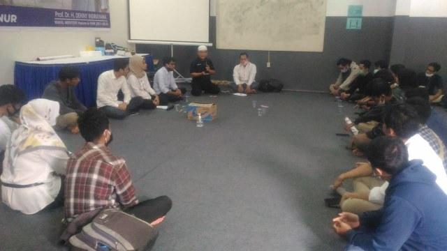 Sekelompok Milenial Dialog dan Dukung Denny Indrayana di Pilgub Kalsel (32714)