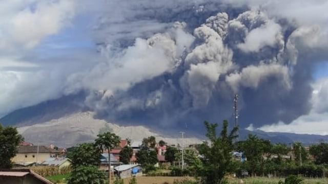 Cerita Warga Saat Gunung Sinabung Erupsi: Seperti Kota Mati, Semua Tutup Pintu (3910)