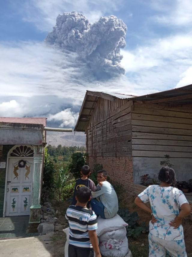 Cerita Warga Saat Gunung Sinabung Erupsi: Seperti Kota Mati, Semua Tutup Pintu (3909)
