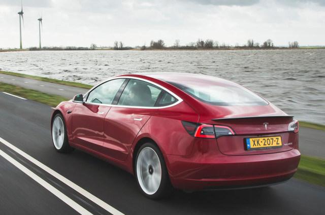 Mobil Listrik Tesla Buatan China Bermasalah (460322)