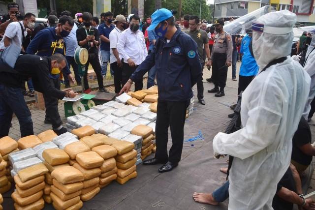 Foto: BNN Gagalkan Penyelundupan 410 Kg Ganja di Bekasi (155035)