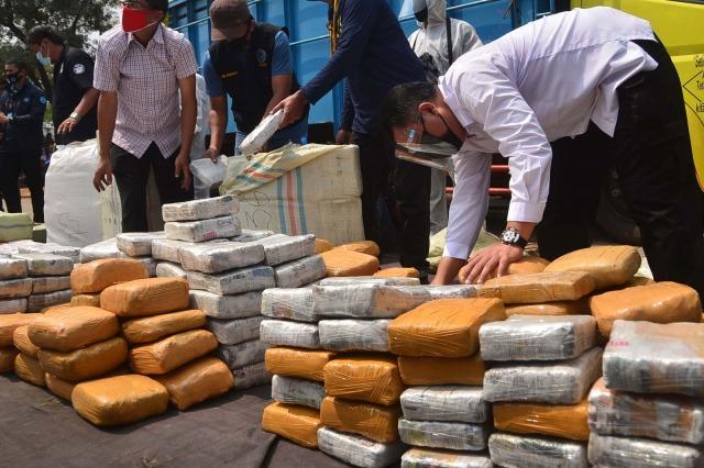 Foto: BNN Gagalkan Penyelundupan 410 Kg Ganja di Bekasi (155033)