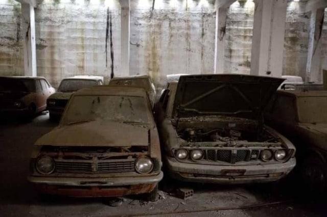 Selama 46 Tahun, Puluhan Mobil Baru Toyota Ini Tak Pernah Keluar Showroom (8495)