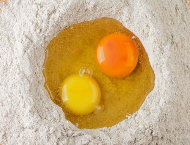 Alasan Warna Kuning Telur Ayam Berbeda-Beda, Oranye Gelap Lebih Sehat? (204765)