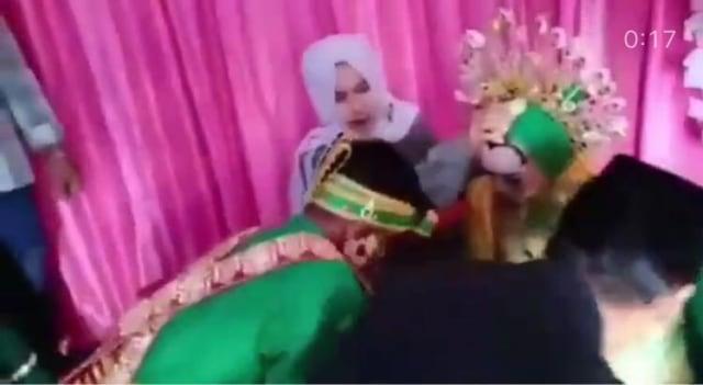 Viral Video Detik-detik Rumah Roboh saat Akad Nikah  (75340)