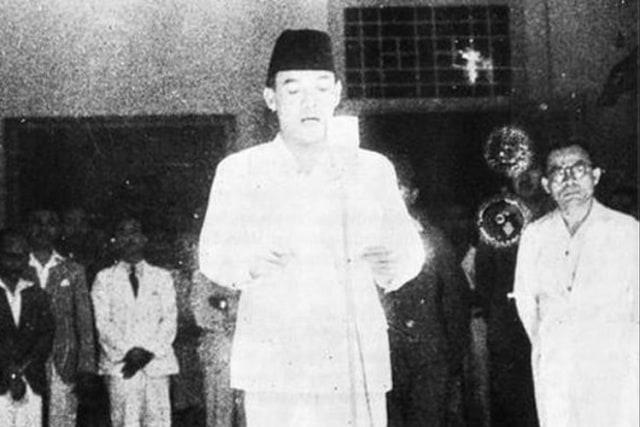 Mendur Bersaudara, Sosok di Balik Foto Proklamasi Kemerdekaan RI 1945 (164902)