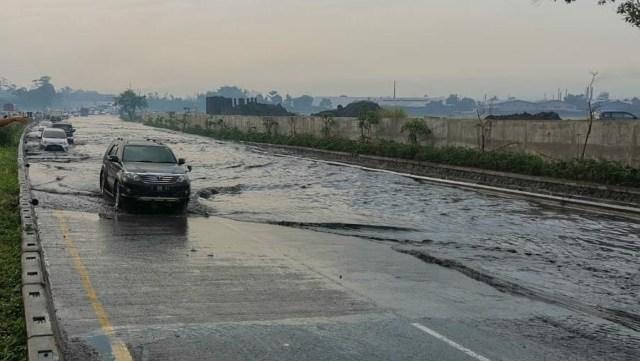 Proyek Kereta Cepat Bikin Tol Purbaleunyi KM 130 Banjir, Begini Penjelasan KCIC (14323)