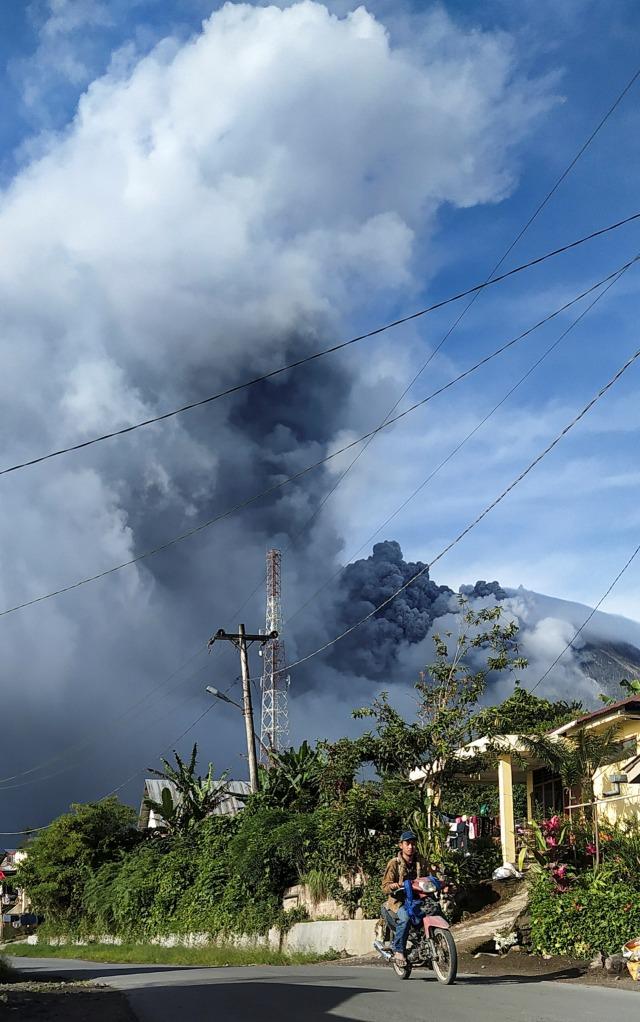 Gunung Sinabung Tercatat 7 Kali Erupsi pada 13 Agustus (75483)