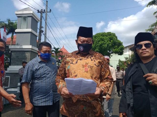 Ratusan Pekerja Seni Demo di Kantor DPRD Kabupaten Malang (101928)