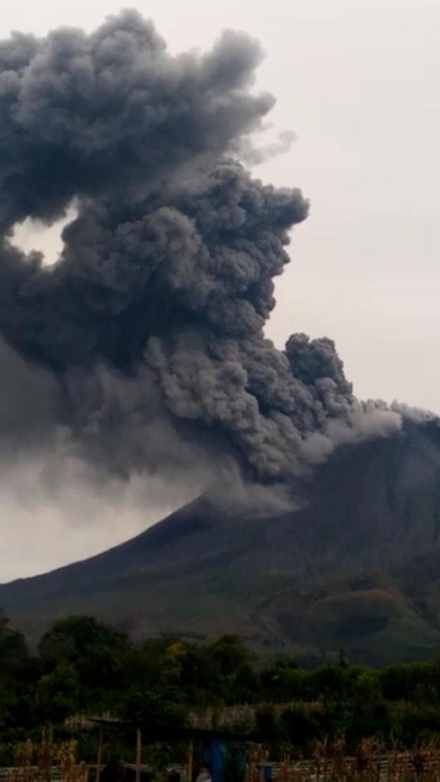 Gunung Sinabung Kembali Erupsi, Tinggi Kolom Abu 2.100 Meter (76435)