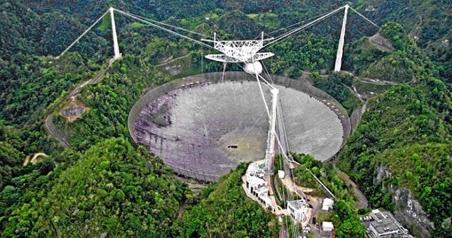Teleskop Pemburu Alien Terbesar di Dunia Tiba-tiba Roboh, Ada Apa? (146700)