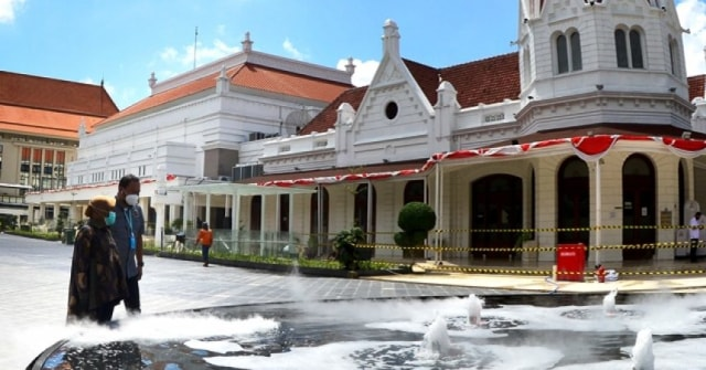Dua Air Mancur Kabut Jadi Ikon Baru Kompleks Balai Pemuda Surabaya (19565)