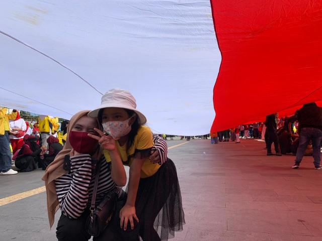 Foto: Pembentangan Bendera Merah Putih Raksasa di Sungai Kapuas Pontianak  (88740)