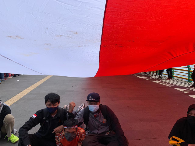 Foto: Pembentangan Bendera Merah Putih Raksasa di Sungai Kapuas Pontianak  (88742)
