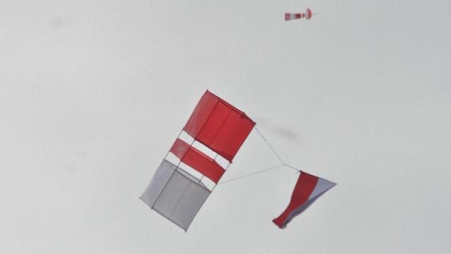 Layang-layang Merah Putih Warnai Peringatan HUT ke-75 RI (33608)
