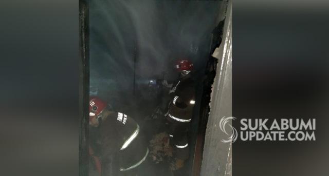 Korsleting Listrik, Kamar Rumah Warga Babakan Sirna Sukabumi Hangus Terbakar (19145)