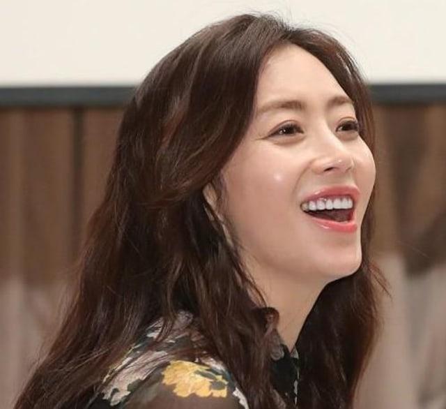 Graceful Friends: Song Yoon Ah Terlihat Awet Muda, Ini Rahasianya (233351)